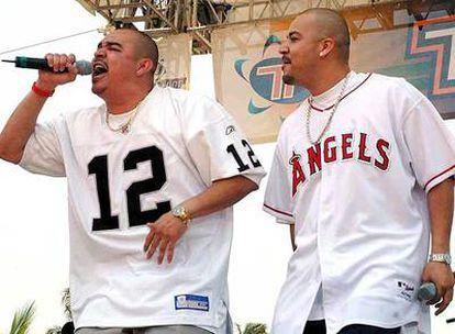 El dúo chicano de <i>hip hop</i> Akwid, en su actuación en el Festival de Acapulco de 2005.