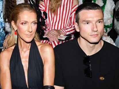 Celine Dion y Pepe Muñoz, en el desfile de Schiaparelli en París, el 1 de julio.