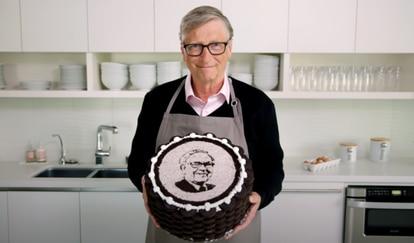 Capture of the video of congratulations from Bill Gates to Warren Buffett.