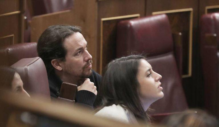 El vicepresidente segundo del Gobierno, Pablo Iglesias, y la ministra de Igualdad, Irene Montero, en el Congreso de los Diputados en enero.