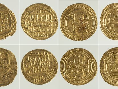 Algunas de las monedas califales localizadas en el Museo Arqueológico Nacional.