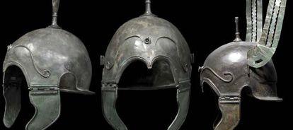 Tres de los cascos que se han vendido en una sala de subastas alemana.