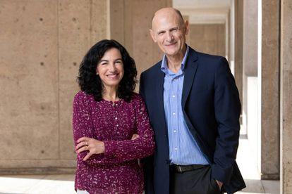 Los investigadores Concepción Rodríguez y Juan Carlos Izpisúa, del Instituto Salk.