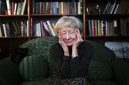 La escritora Wislawa Szymborska, en su casa en 2009.