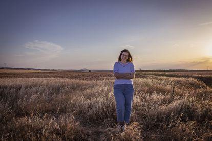 María de la Cruz Gutiérrez, emprendedora y emigrante, regresa en 2021 a Villanueva de los Infantes (Ciudad Real), en un campo cercano a la comarca.