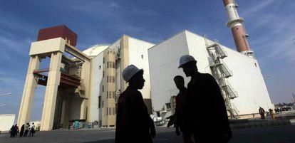 Trabajadores en la planta nuclear iraní de Bushehr, en una imagen de 2010.