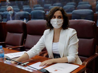 La presidenta regional, Isabel Díaz-Ayuso, al inicio del pleno de la Asamblea de Madrid de este jueves.