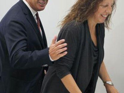 Pachi Vázquez y Carmen Gallego en la sede del PSdeG ayer.