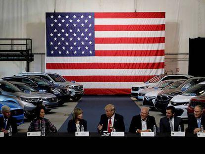 Trump, en marzo, en una reunión con los jefes de la industria automotriz estadounidense. En vídeo: declaraciones de Trump sobre el TLC.