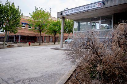 Vista del Instituto Universidad Laboral de Toledo este martes, en el que daba clase el profesor fallecido.