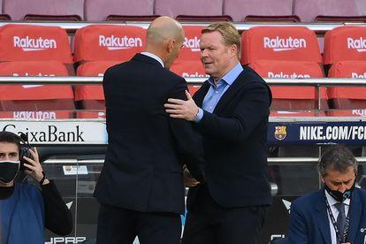 Zidane y Koeman se saludan en el clásico de la primera vuelta en Barcelona.