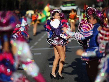 Ambiente en el desfile-pasacalles de Carnaval 2019 de San Blas-Canillejas.