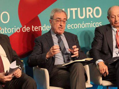 De izquierda a derecha, Santiago Carbó, Francisco Pérez y Fernando Fernández