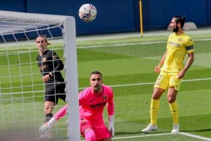 Griezmann scores Barcelona's first goal against Villarreal.