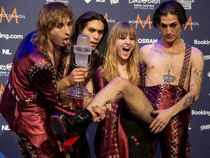 Desde la izquierda, Thomas Raggi, Ethan Torchio, Victoria De Antelis y Damiano David, los componentes del grupo Maneskin, tras ganar Eurovisión 2021 el pasado sábado.