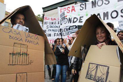 Una marcha en Sevilla contra los desahucios.