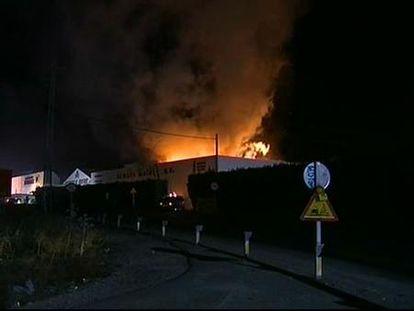 Sofocado un incendio en una nave de bebidas alcohólicas de Córdoba