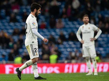Isco y Sergio Ramos, durante el partido entre el Real Madrid y la Real Sociedad.