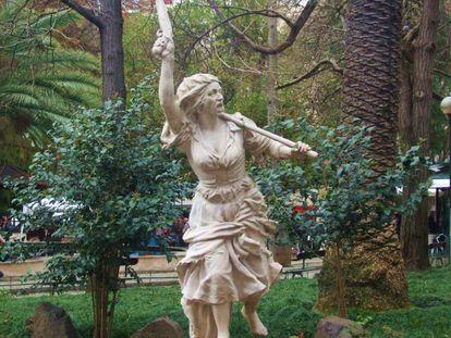 Escultura de María da Fonte, en el parque lisboeta de Campo de Ourique.