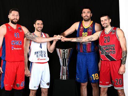 Kurbanov, Balbay, Oriola y Cinciarini, los cuatro capitanes de la fase final, con el trofeo de la Euroliga.