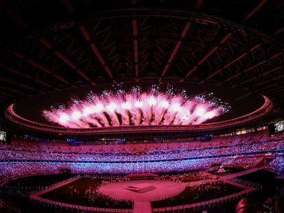 Fin del espectáculo de la ceremonia de clausura de los Juegos Olímpicos 2020 ayer en el Estadio Nacional de Tokio.