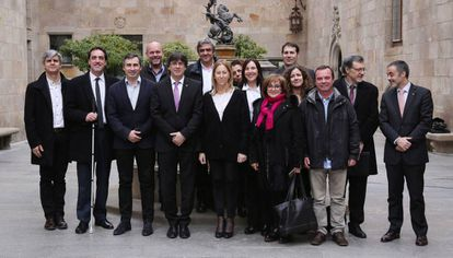 La actual junta de la Mesa del Tercer Sector, en un encuentro con el presidente Puigdemont