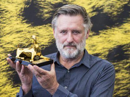 El actor Bill Pullman posa tras haber recibido el premio de excelencia durante la 69ª edición del Festival de Cine de Locarno.