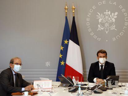 """El presidente del CFCM, Mohammed Moussaoui, durante la reunión con el presidente francés, Emmanuel Macron, para presentar la """"carta de principios"""" laicos para los imanes."""