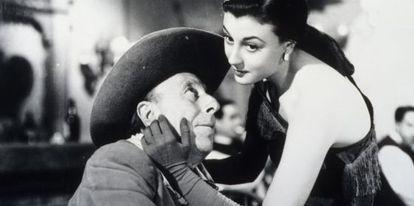 Lolita Sevilla y Pepe Isbert, en 'Bienvenido Mr. Marshall' de Berlanga