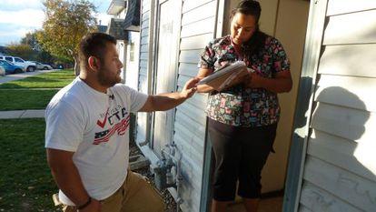 Voluntarios hispanos trataron de registrar más votantes latinos en 2014