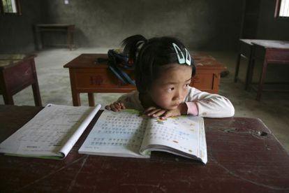 Solo algunas regiones de China se evalúan en el informe PISA. En la imagen, una alumna de una zona rural al este del país.