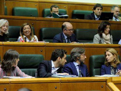 Parlamentarios del PP, en el pleno de la Cámara.