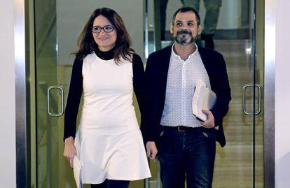 La vicepresidenta Mónica Oltra y el delegado Xavier Uceda, en la presentación del anteproyecto de ley.