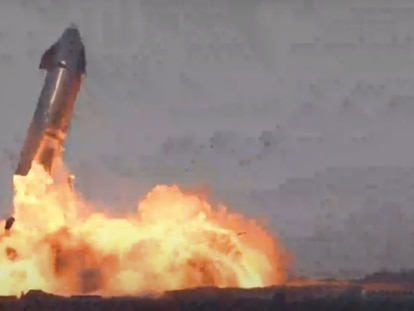 El prototipo SN10 de Starship tras explotar, este miércoles.