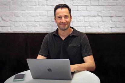 Jacobo Toll-Messía en su oficina.