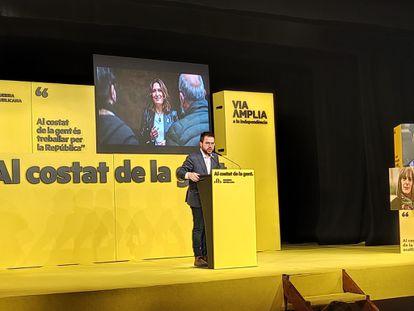 El vicepresidente de la Generalitat en funciones y candidato de ERC a la Presidencia, Pere Aragonès, en un mitin de campaña en Terrassa (Barcelona).