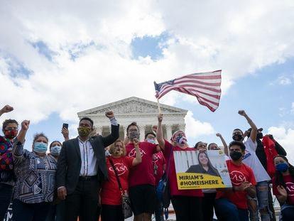 Celebración frente al Supremo de EE UU de la sentencia que impidió a Trump acabar con el programa DACA, el pasado 18 de junio.