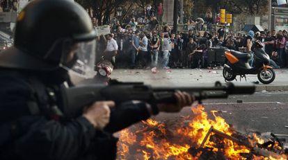 Disturbios, ayer por la tarde en el centro de Barcelona.
