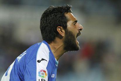 Güiza celebra uno de sus goles.
