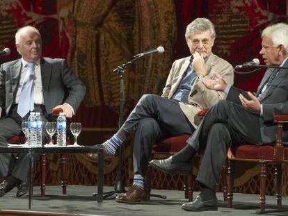Desde la izquierda: Barenboim, Hugo Sigman y Felipe González.