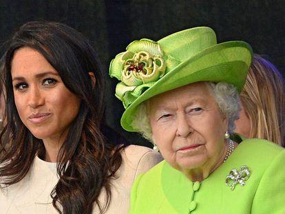 Meghan Markle e Isabel II en una visita a Cheshire en junio de 2018.
