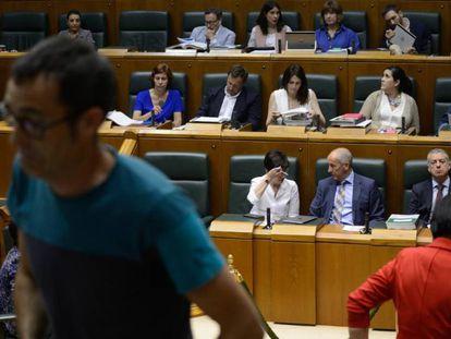 El lehendakari durante la sesión en la que se ha aprobado la reforma de la legislación para proteger la transexualidad.