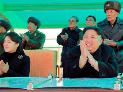 Ri Sol-ju acompañó a su marido durante unas maniobras de las fuerzas aéreas norcoreanas, según los medios estatales