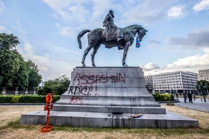 Estatua ecuestre del rey Leopoldo II vandalizada en Bruselas en junio de 2020.