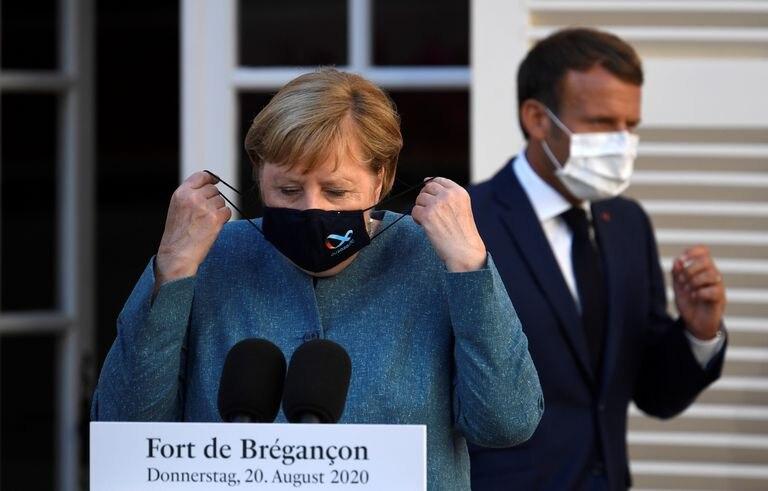 La canciller alemana, Angela Merkel, y el presidente francés, Emmanuel Macron, en el fuerte Brégançon, este jueves.