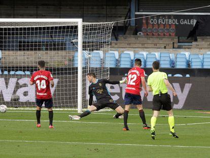 Iago Aspas marca ante Osasuna en Balaídos.