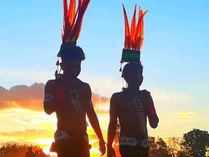 Los mebêngôkre son un pueblo de guerreros, con lengua propia, el kayapó, que vive en cuatro tierras indígenas que se extienden del norte del estado de Mato Grosso al sur y al oeste del estado de Pará.
