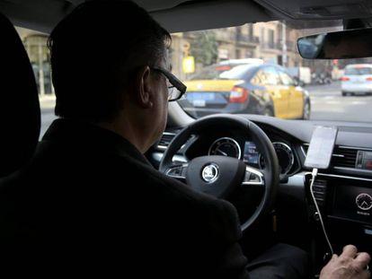 Uno de los conductores de Cabify en Barcelona, en una imagen de archivo.