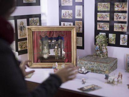 Varios artículos expuestos en el museo del chocolate de Estepa, en Sevilla.