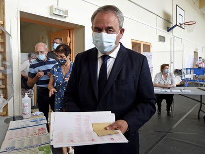 Xavier Bertrand, en las regionales francesas el 20 de junio de 2021 en un colegio de Saint-Quentin (Francia).